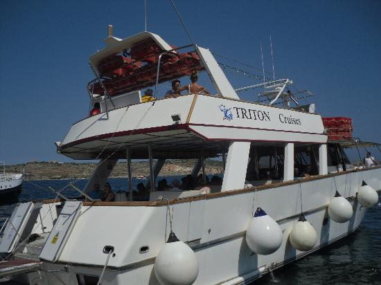 White Dolphin Holiday Complex : the Triton boat we went on to the blue lagoon