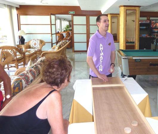 Grupotel Molins: Nuno with shuffle board