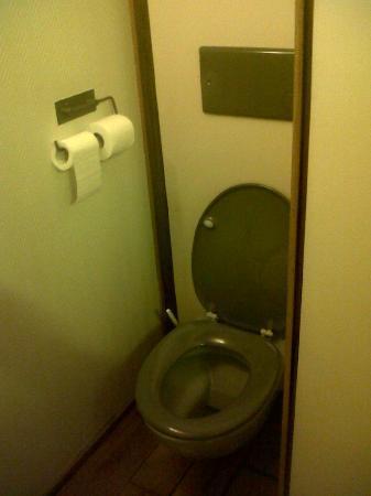 Cour des Loges: toilettes