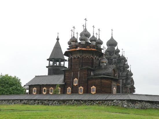 Boat Trip to Kizhi Island : The Transfiguration Church with its onion domes.