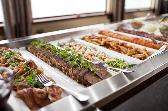 Grand Restaurant: Dinner buffet every night during the summer