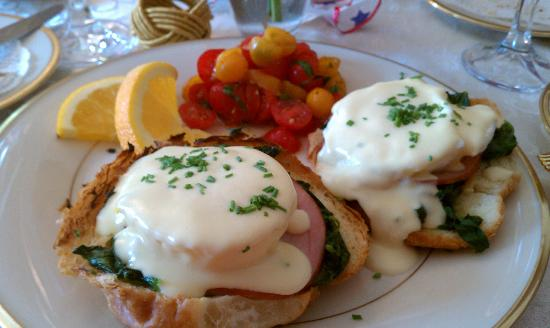 The Tower Cottage B&B: Eggs Benedict