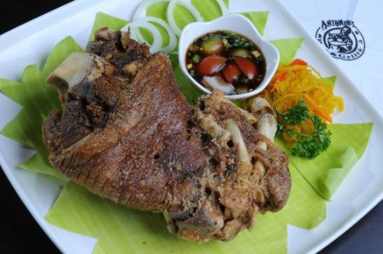Antonio's Bar and Grill: Crispy Pata