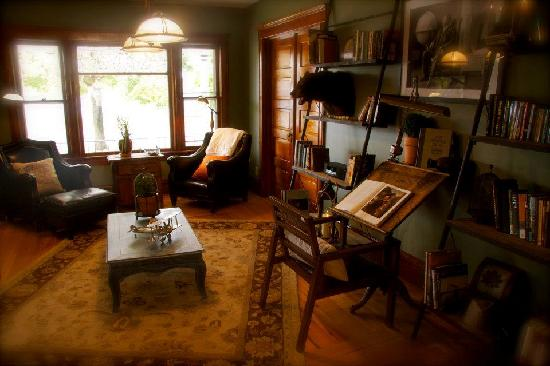 Turning Waters Bed, Breakfast and Adventure: Turing Waters Library