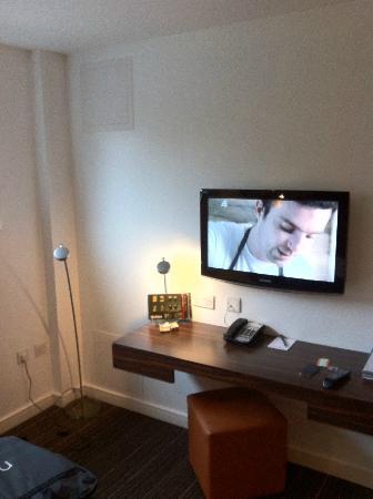 Bauhaus Hotel: TV
