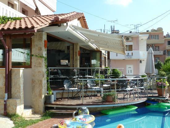 Kokalas Resort Georgioupoli: Pool bar