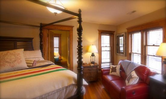 Turning Waters Bed, Breakfast and Adventure : Great Lakes Suite
