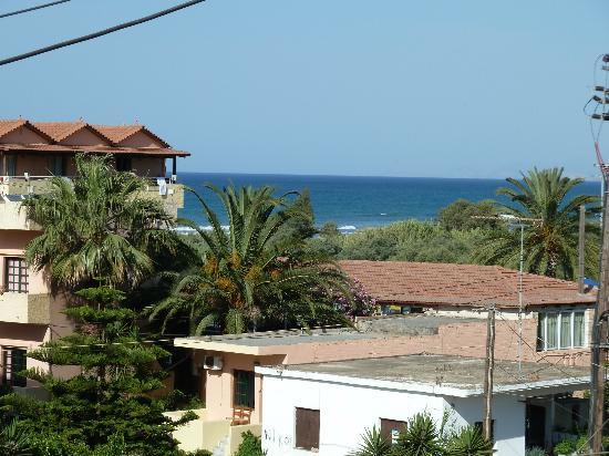 Kokalas Resort Georgioupoli: View from the balcony of Room 209