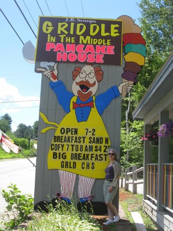 Griddle in the Middle: Here's the sign, you can't miss it!