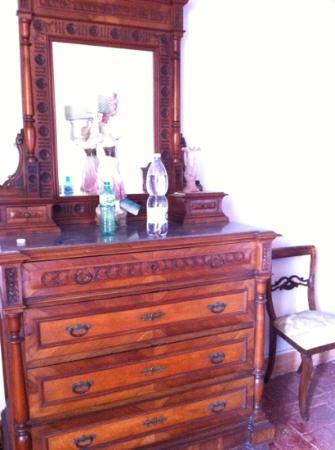 San Lorenzo Tre: antiques in our room
