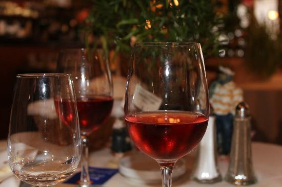 Hotel Restaurant De La Porte Saint-Pierre : carte des vins très raisonnable