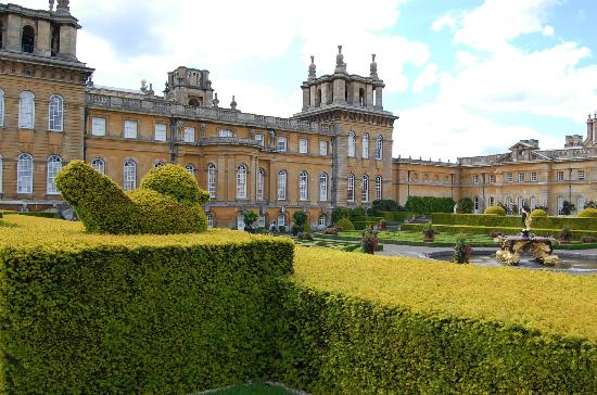 Woodstock, UK: Italian Gardens at Blenheim Palace