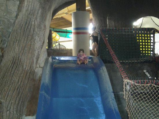 Timber Ridge Lodge & Waterpark: Childs water slide