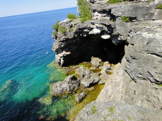 Tobermory, Canada: The Entrance of the Grotto