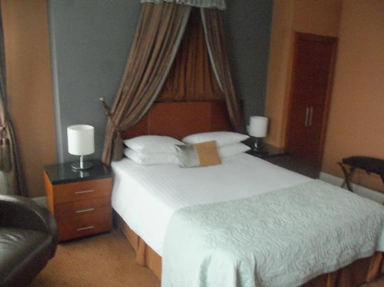 The Royal Adelaide Hotel: executive room