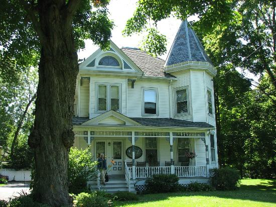 Stonegate Bed and Breakfast: Beautiful Old House
