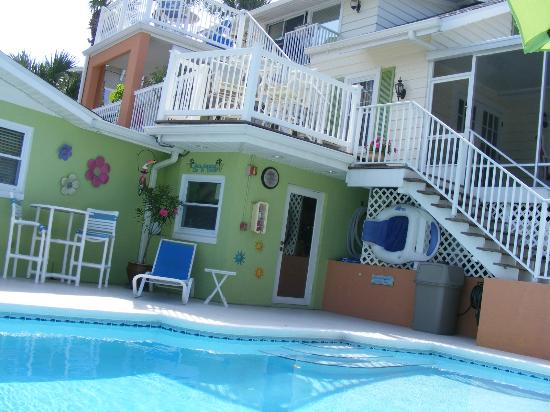 Crane Creek Inn Waterfront Bed and Breakfast: The pool with view of the outdoor area