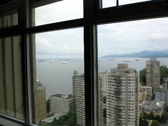 Coast Plaza Hotel & Suites: A view of the harbor from our hotel room on the 34th Floor