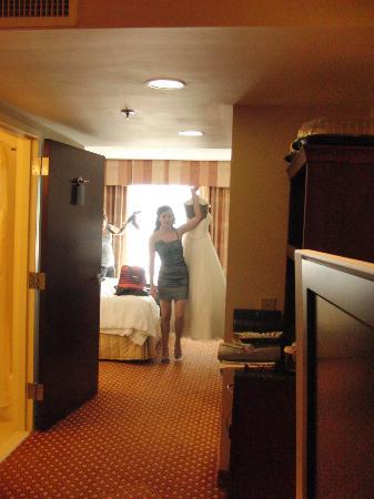 Hilton Garden Inn Macon / Mercer University: Bringing the bride her dress.