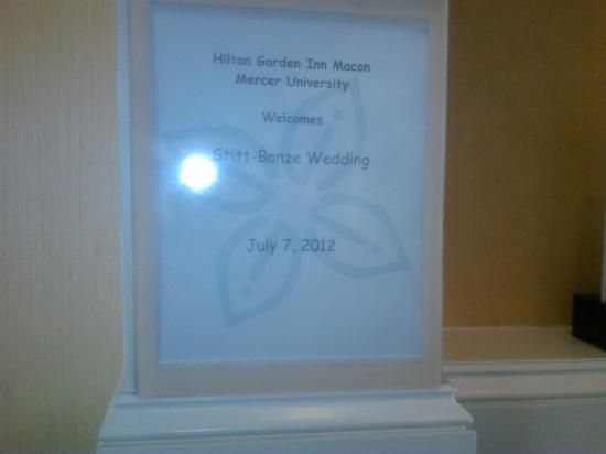 Hilton Garden Inn Macon / Mercer University: The sign in the lobby.