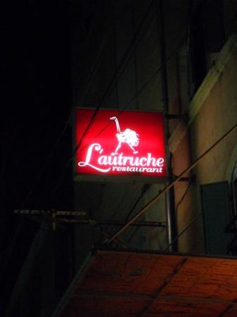 L'autruche : restaurant sign