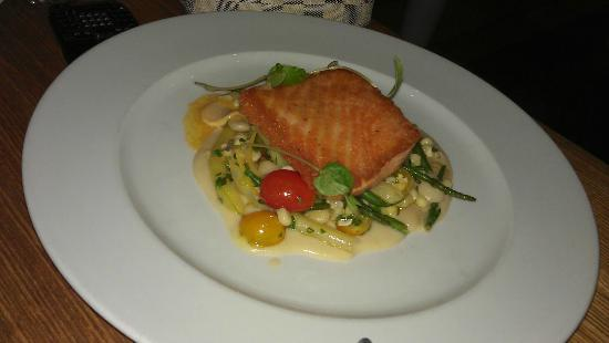 Ella Dining Room & Bar: Salmon entree'