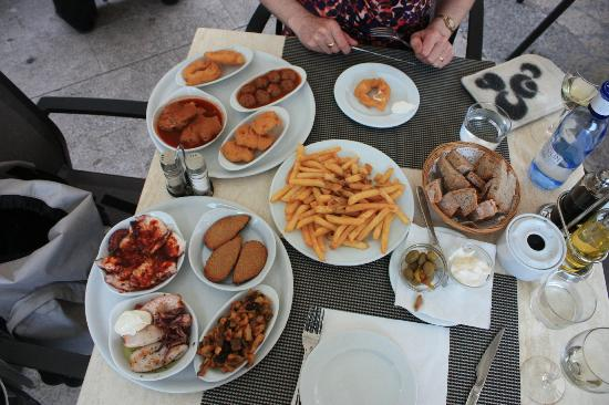 Plaça Restaurant: The Range of tapas
