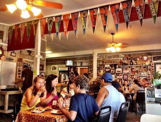 Friends Cafe: tasty beach cafe