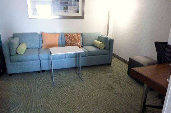 SpringHill Suites Portland Airport: Suite area with pull out sofa, desk, table
