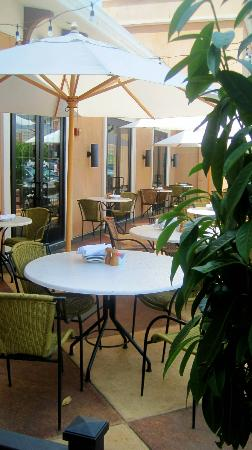 Bravo Cucina Italiana: Lovely outdoor seating - although when we visited it was 96 degrees out
