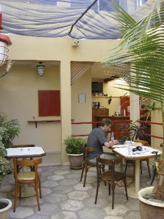 Hotel du Phare Les Mamelles: Courtyard bar / breakfast spot