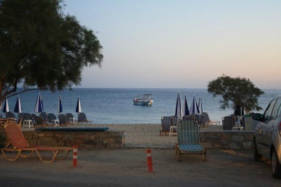 Agios Prokopios Hotel: entrance to Agios Prokopios beach