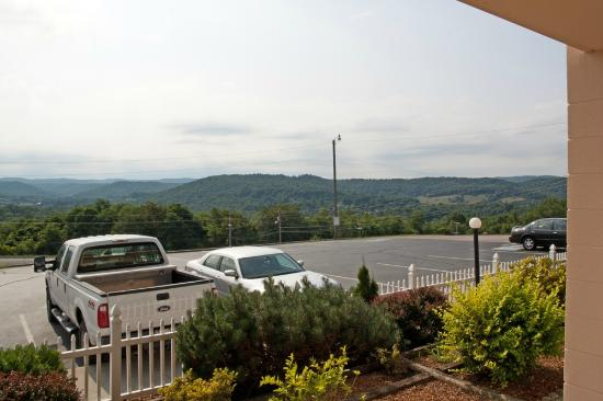 Travelodge Cookeville: Right view from the patio