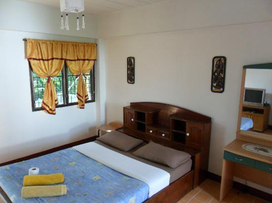 The Chiang Mai White House: room with double bed