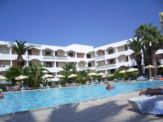 Tigaki Beach Hotel: the main building