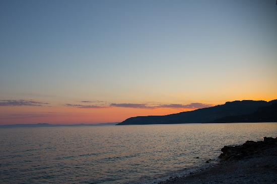 Anniska & Liakoto: Another sunset from the beach this time