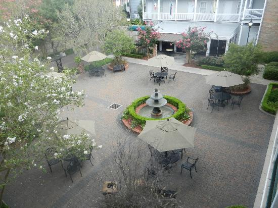 Maison St. Charles Hotel and Suites: Courtyard
