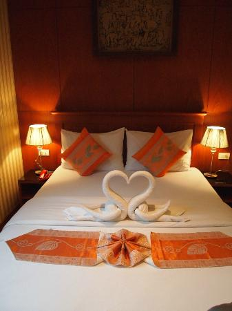 Palm Beach Hotel Phuket: They made all those cute towel figueres on our bed every day!