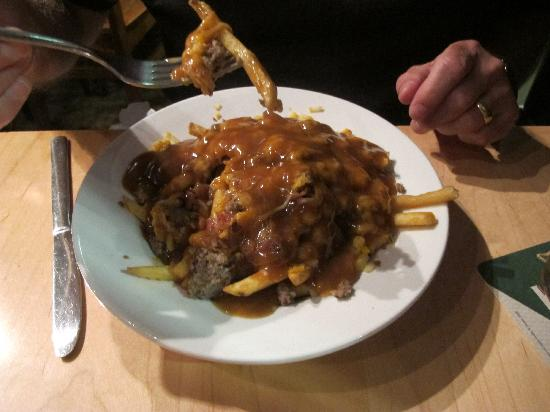 Acoustic Grill : Bacon Cheeseburger Poutine