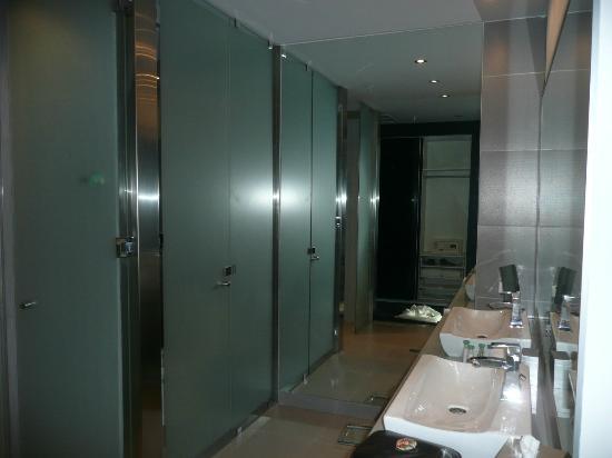 Manrey Boutique Hotel: Room bath area