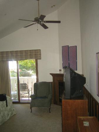 Lighthouse Lodge & Cottages: View upon entering room