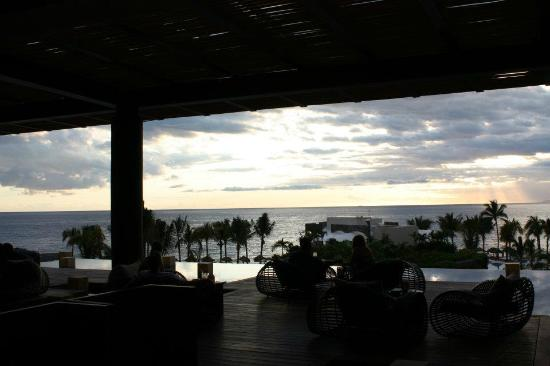 Now Amber Puerto Vallarta: Sunset view in the hotel lobby