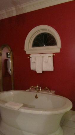 Claramount Inn & Spa: Room #1's awesome bathroom