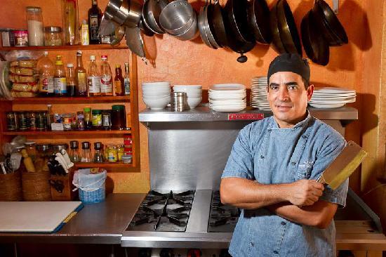 El Murmullo : Owner/chef Israel Salazar awaits your visit.