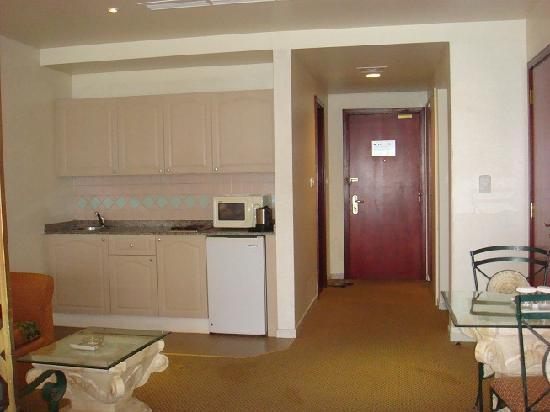 Landmark Suites Hotel: Room 2