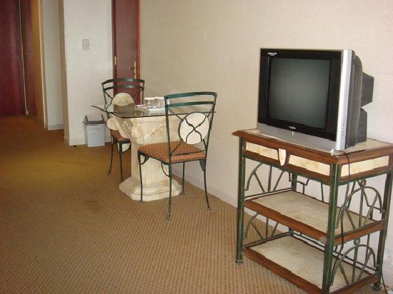 Landmark Suites Hotel: Room 3