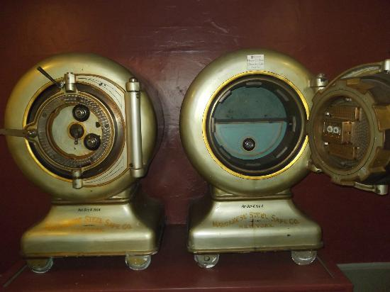 Rosario Resort and Spa: Original safes.I thought they were washer/dryers
