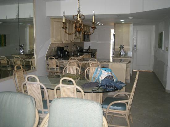 Costa Linda Beach Resort: Updated living/dining area