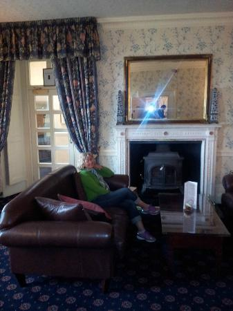 New House Country Hotel: Sitting Room New Country Hotel Cardiff Wales