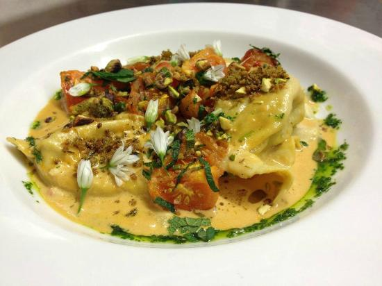 Deasy's Pub & Fish Restaurant: Fresh prawn ravioli with tomato, mint and pistachio